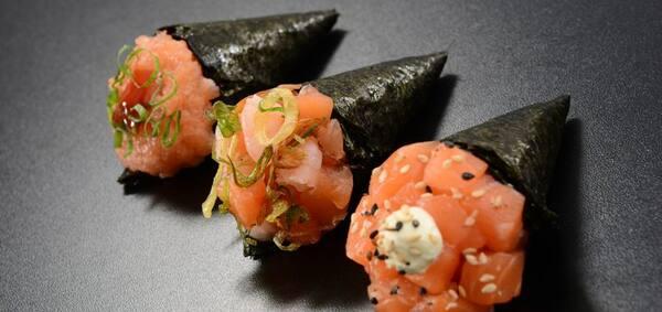 2 temaki de salmão simples