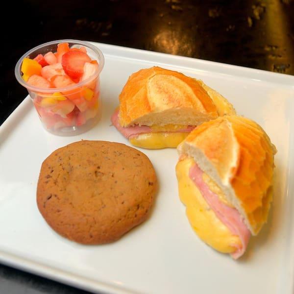 Combo3 (1 Misto quente + 1 Cookie + 1 Salada de Frutas)