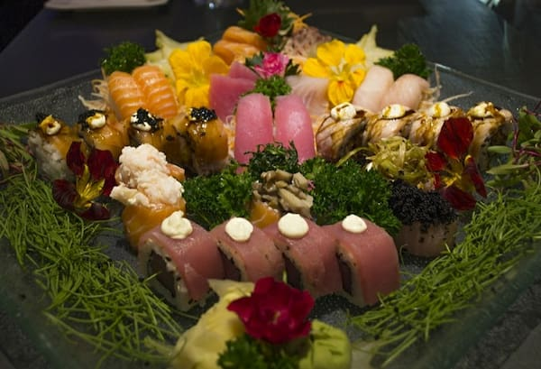 195 – sushi e sashimi vip gourmet (42 un. Para 3 à 4 pessoas)