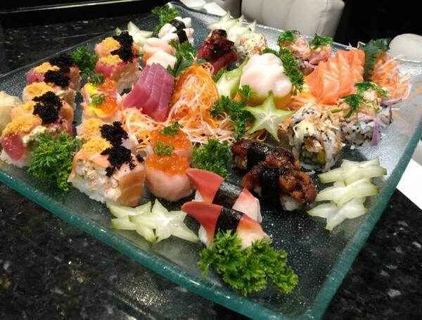 196 – sushi e sashimi exclusive (42 un. Para 3 à 4 pessoas)