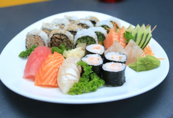 191 – sushi e sashimi little tradicional (24 un. Para 1 à 2 pessoas)