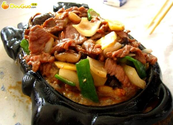 Carne com legumes na chapa e arroz colorido