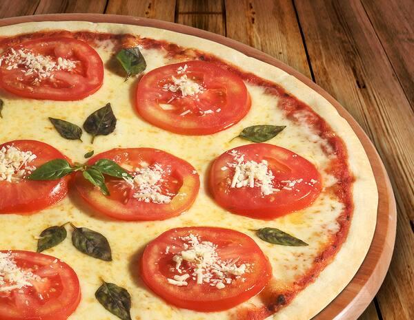 Pizza média ø 30 cm de qualquer sabor por um preço especial