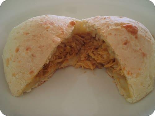 Pão de queijo  recheado Com  Frango  com Catupiry