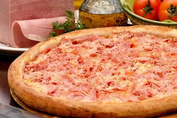 Pizza presunto + Kuat 2 lts