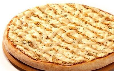 Pizza frango com Catupiry + Kuat 2 lts brinde