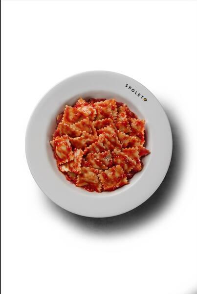 Ravióli de frango ao pomodoro