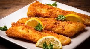 Promoção 2 quentinhas de filézinho de pescada empanada, acompanha arroz feijão legumes do dia e saladinha pequena a parte