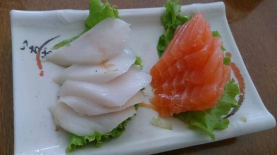Combo 4 - 10 peças de sashimi - (05 salmão + 05 peixe branco.)