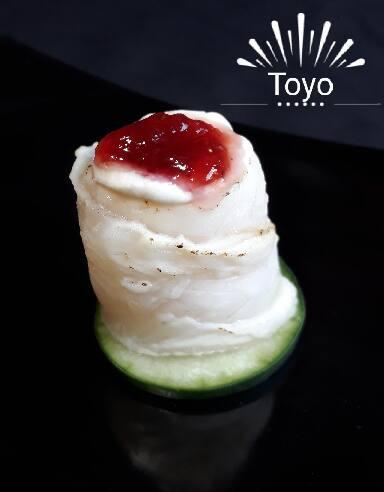 Sushi Jo Peixe Branco Massaricado com Geleia Morango e Creme Cheese por cima.  06 Unidades