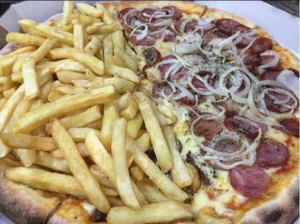 pizza grande frango catupiry fritas  meia calabresa mais pet