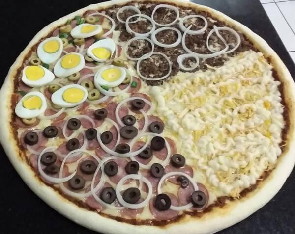 Na compra de uma pizza gigante ganhe uma coca cola 2 lt