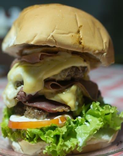 14. Fumaça misto 800 gramas mais ou menos  escolha um tipo de pão e um hamburguer complemento obrigatório