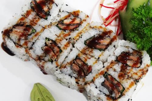 232 - salmão skin uramaki