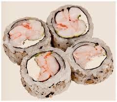 Uramaki de camarão coberto com cream cheese