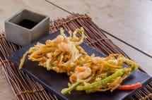 Tempura de legumes com camarão