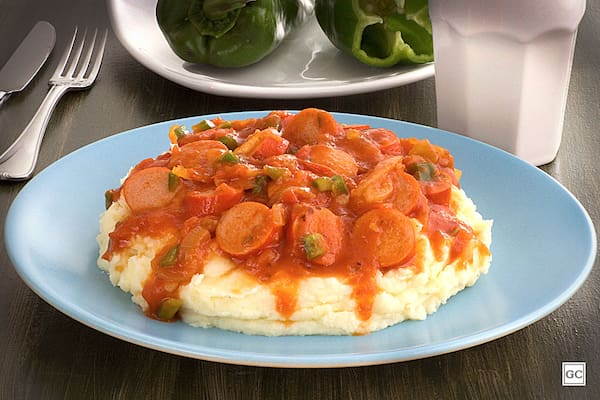 Promoção - marmitex de salsicha ao molho de tomate + 1 acompanhametos