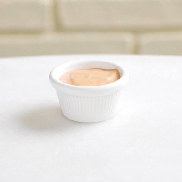 Porção de molho rosé
