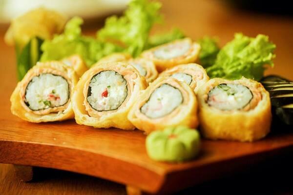 Hot roll de spice de salmão - 10 unidades