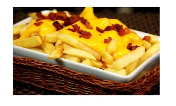 Batata frita com delicioso Cheddar cremoso e Bacon