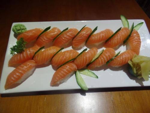 Sushi de salmão (15 peças)