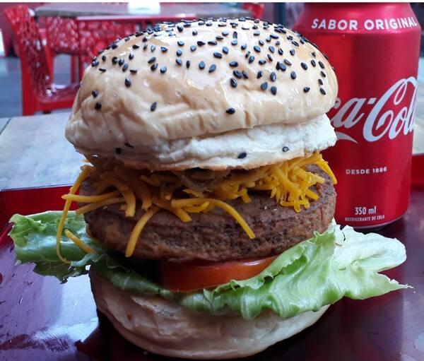 Veggie burger + fritas chips + mini Guaraná 237 ml