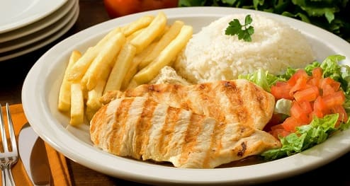 Prato comercial de frango