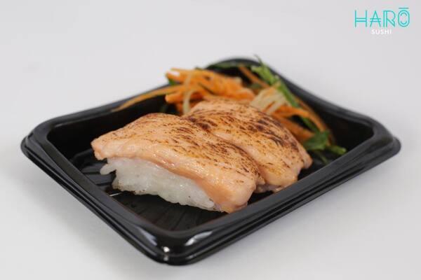 Niguiri de salmão selado