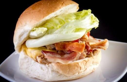 X- frango salada bacon
