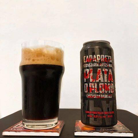 Cerveja capa preta plata o plomo