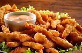 Isca de peixe com batata frita