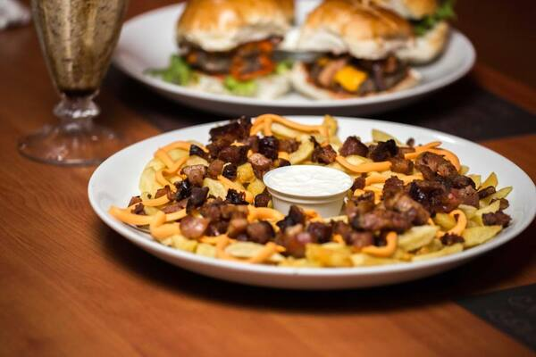 04 - Butecu's bacon, fries e cheddar