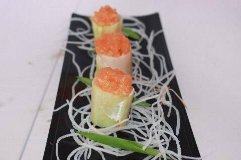 Gunkan pepino com tartá salmão