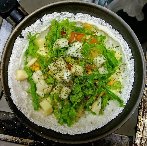 Mussarela, Catupiry, tomate, milho, alface e palmito