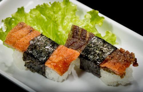 Sushi (pares) salmon skin