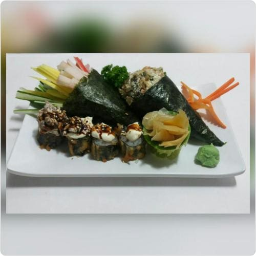 Combo 1 temaki california+ 1 temaki skin comp.+ 4 hot holls variados + 1 guarana 269 ml