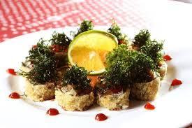 Hot roll salmão e couve-crispy