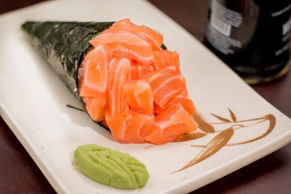 01 - Temaki de salmão simples