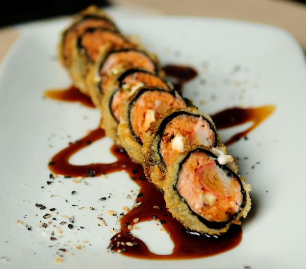 Hot Roll de Salmão e Kani
