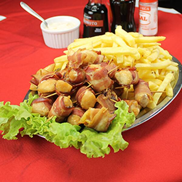 Frango com bacon e fritas