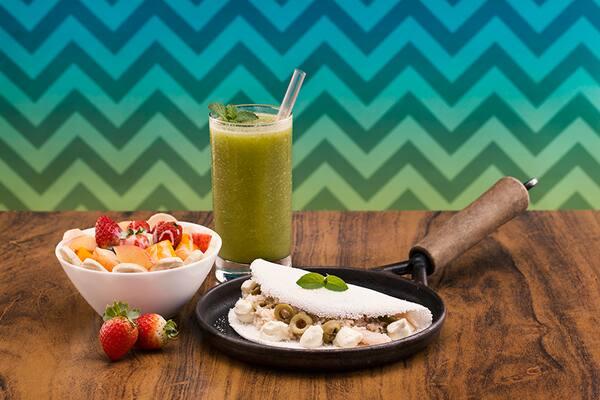 Combo casal trio - 2 tapiocas medina + 2 sucos detox ginger + 2 saladas de fruta haka