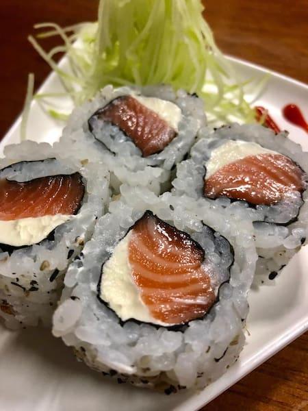 Uramaki morango com goiabada