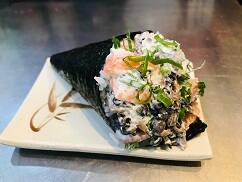 Temaki salmão c/ shimeji