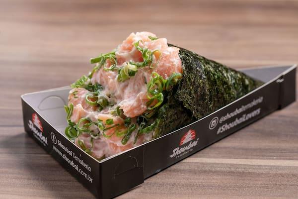 30% off - temaki de salmão fresco c/ cream cheese e cebolinha