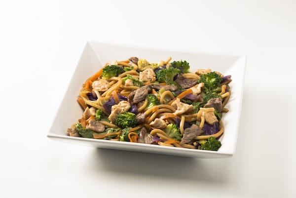 Yakissoba misto (carne e frango)