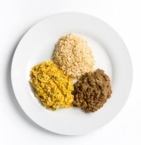 Frango com arroz e lentilha