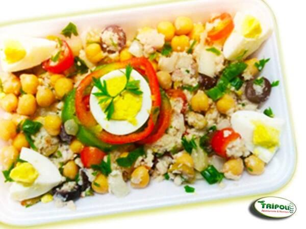 Salada de grão de bico com bacalhau