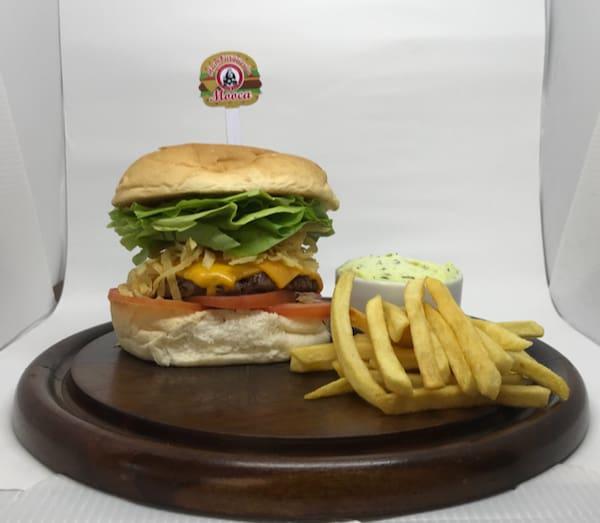 Brasilian burguer (new) hambúrguer de picanha de 150 g chedar cebola crisp pão de hambúrguer tomate alface maionese da casa e batara chips