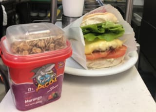 Cheese burguer+açai 200ml