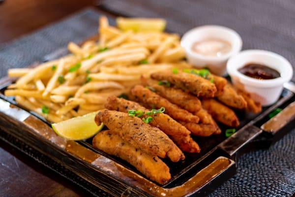 Fish and chips (peixe empanado)